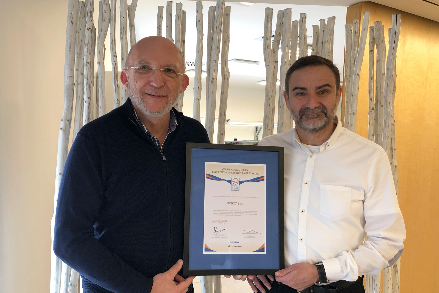 Robot receives the IeE certification of Excellence in Business Management