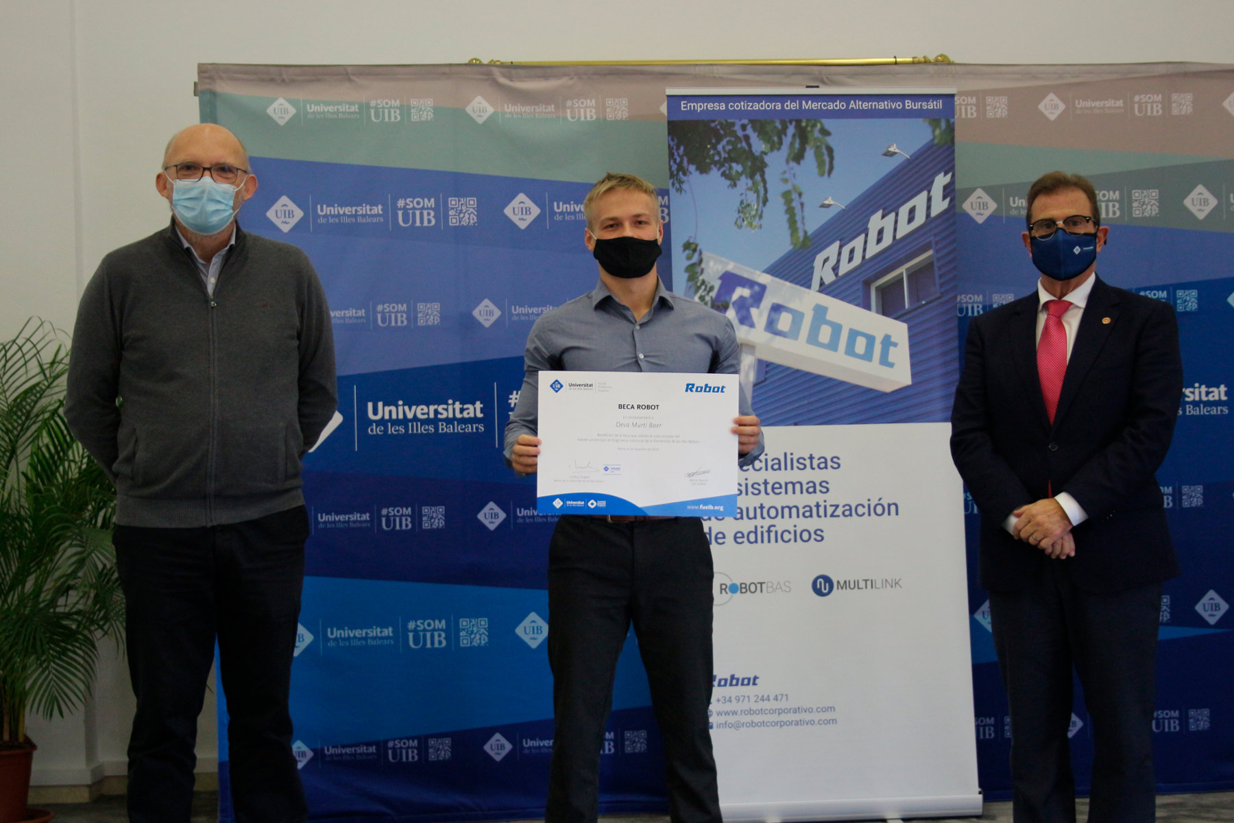 Deva Murtí, winner of the II edition of the Robot Scholarship