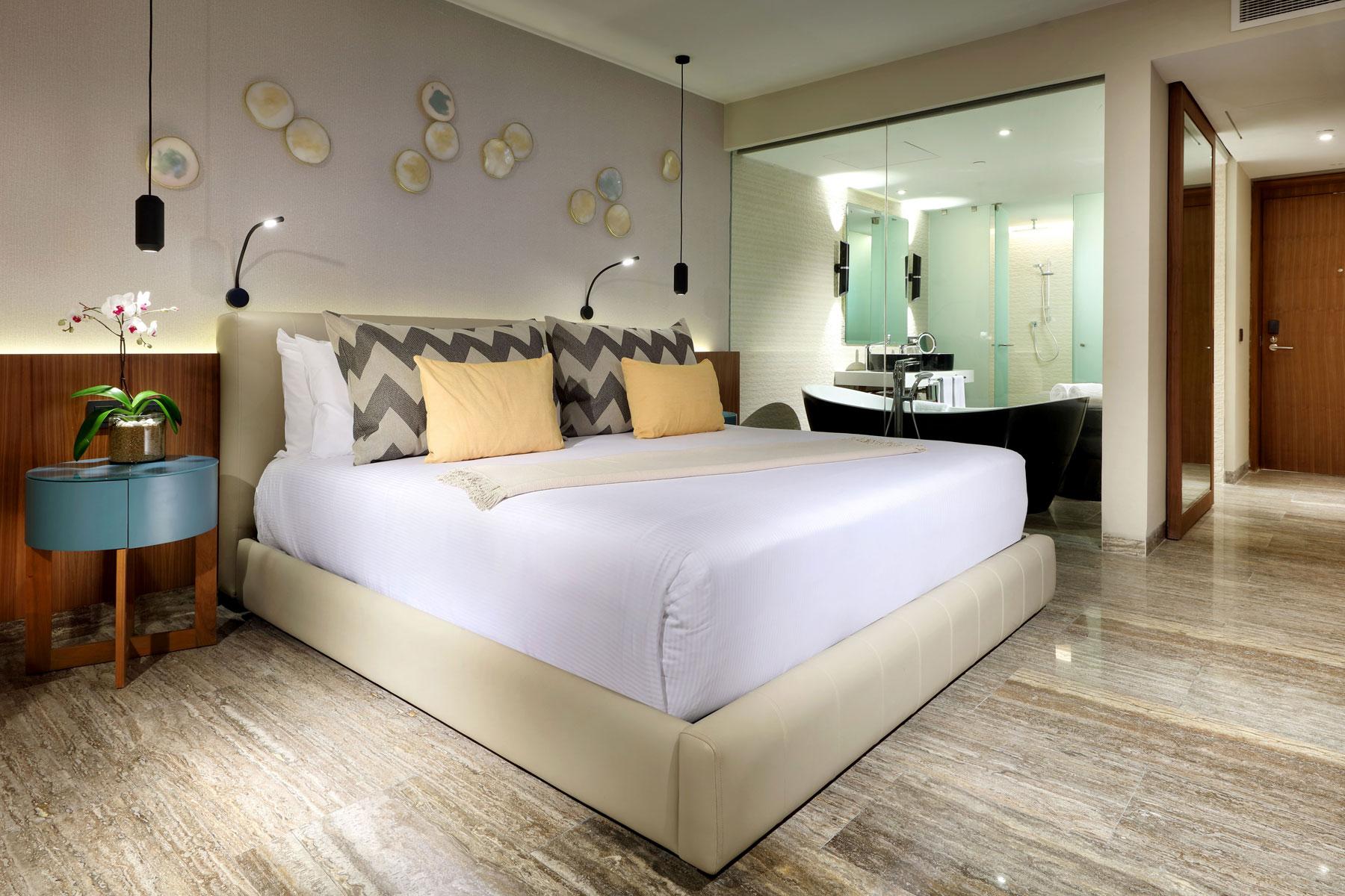 habitacion del hotel coste mujeres