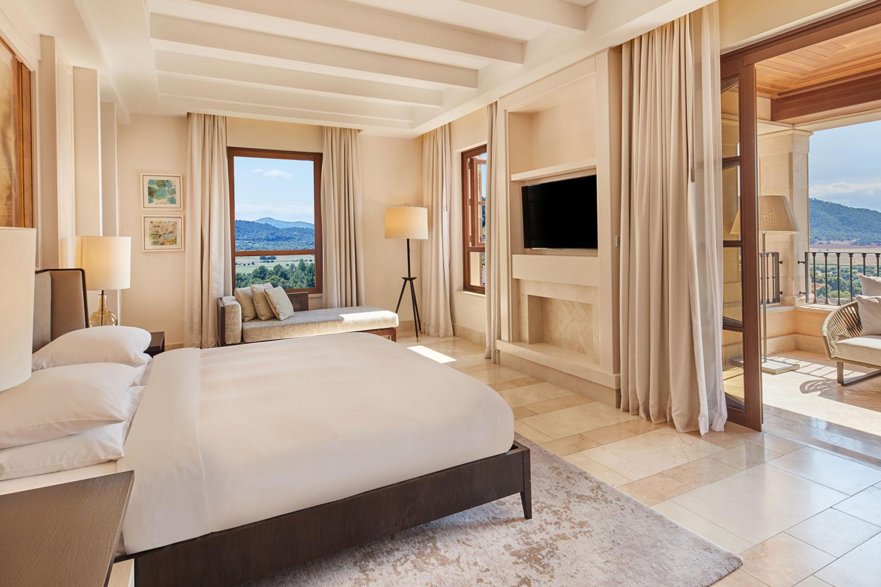 Touchscreens for the Park Hyatt Mallorca