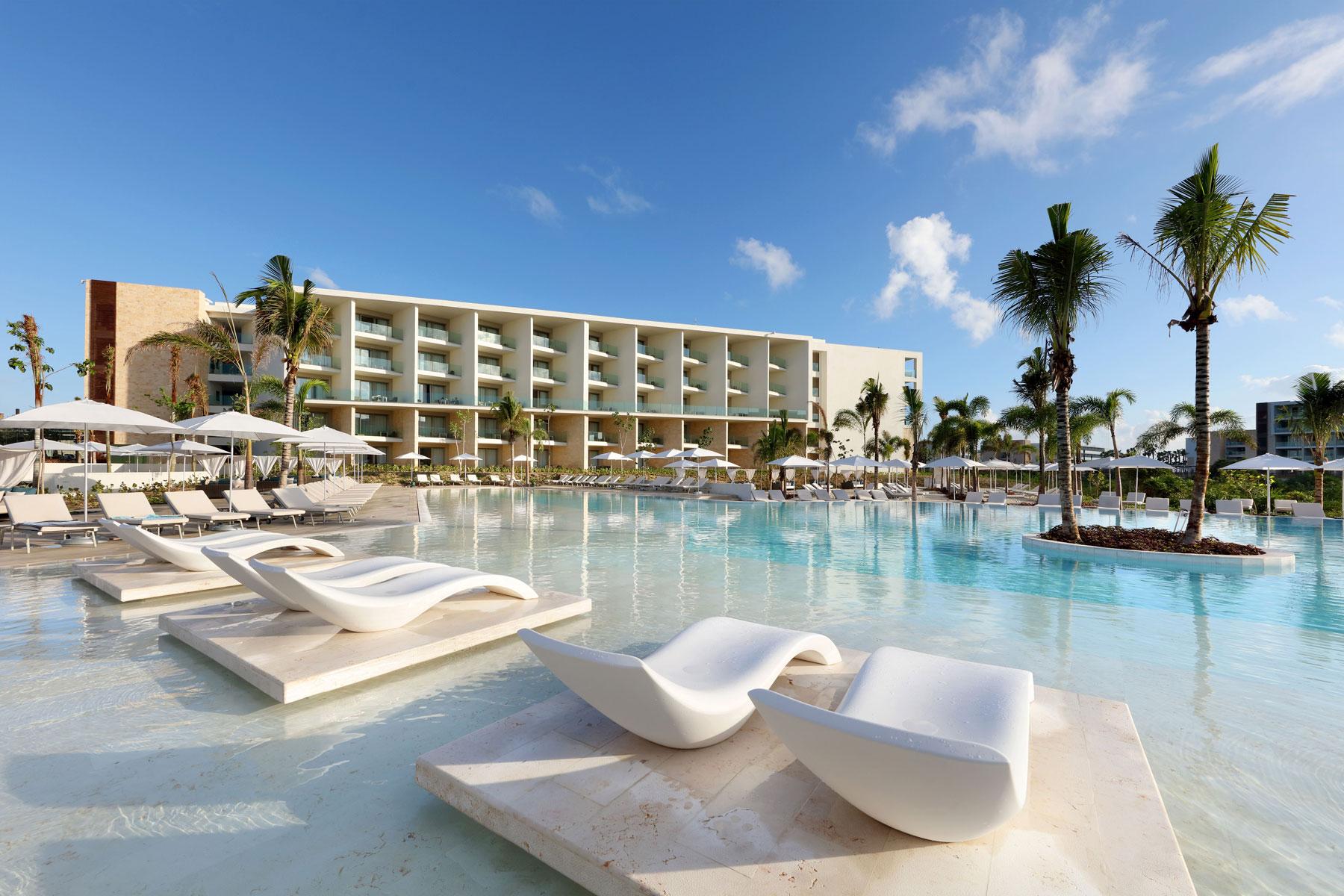 piscina del hotel costa mujeres